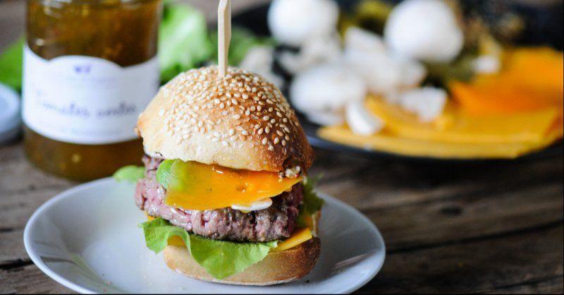 burger maison sauce tomate verte et moutarde petites recettes gourmandes d guster avec les. Black Bedroom Furniture Sets. Home Design Ideas