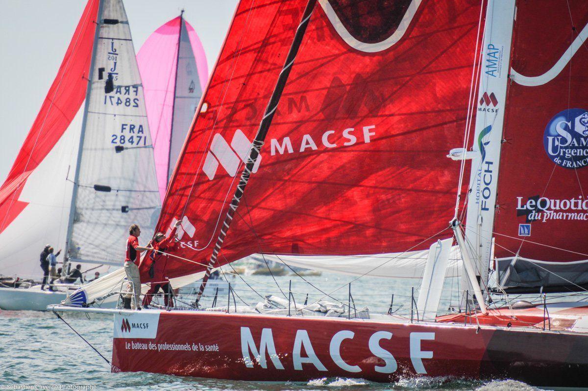 Bertrand de Broc à bord de son Imoca aux couleurs de MACSF