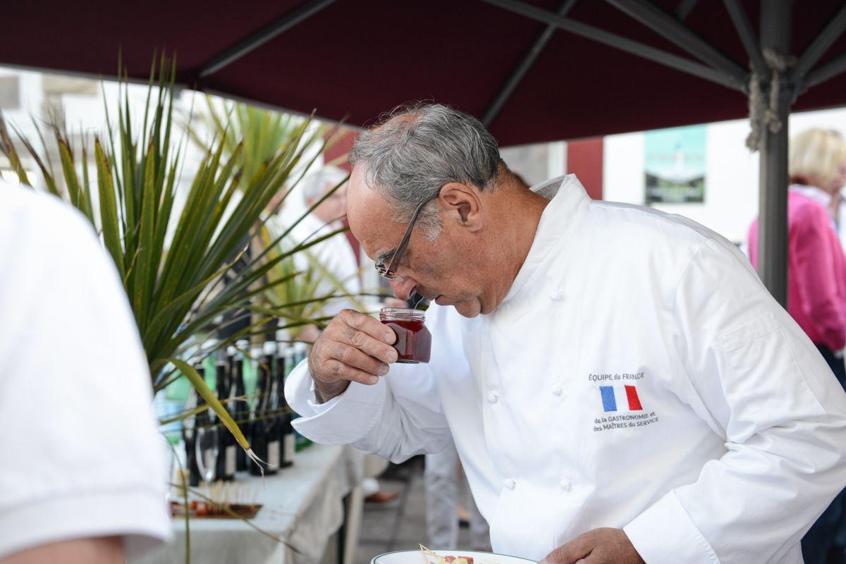 Le Chef Bernard Vaussion déguste notre confiture Un air d