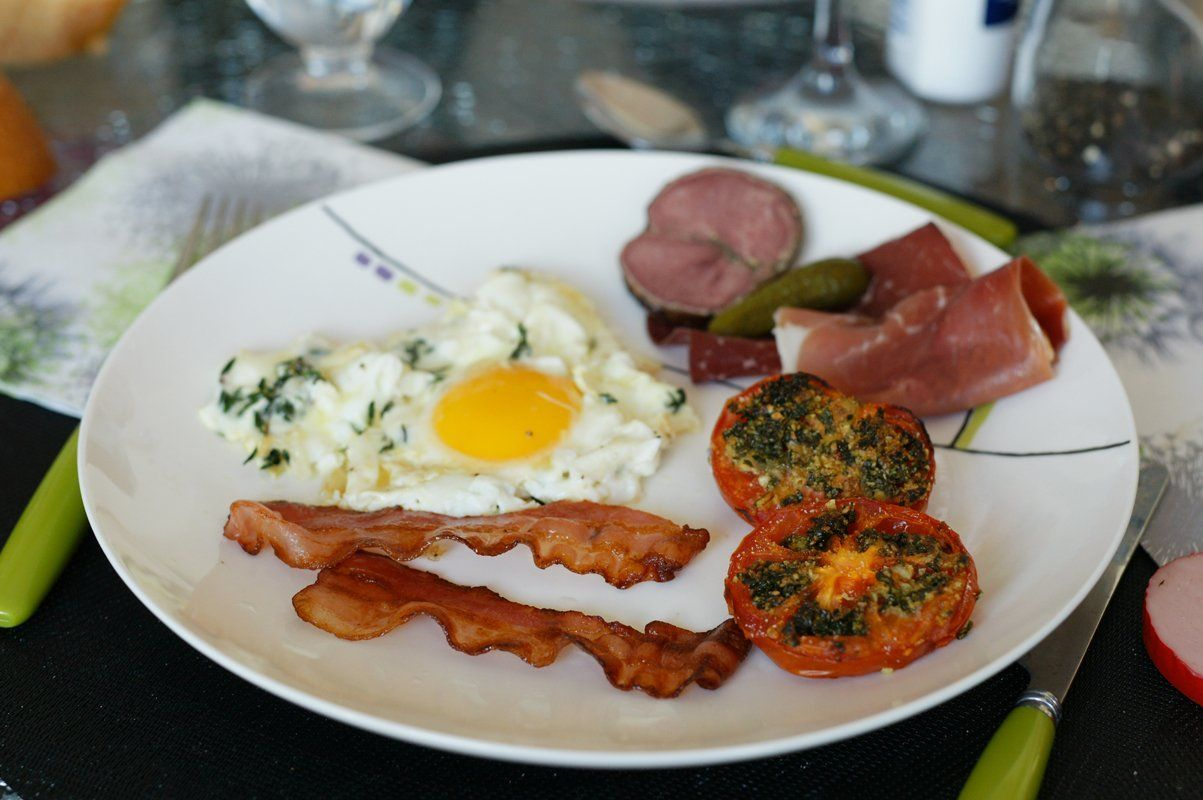 oeufs-plat-tomates-bacon