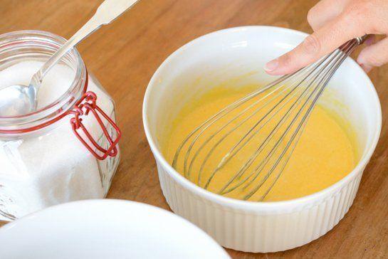 blanchir sucre et jaunes d'oeufs