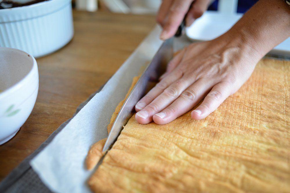Couper les bords de la génoise