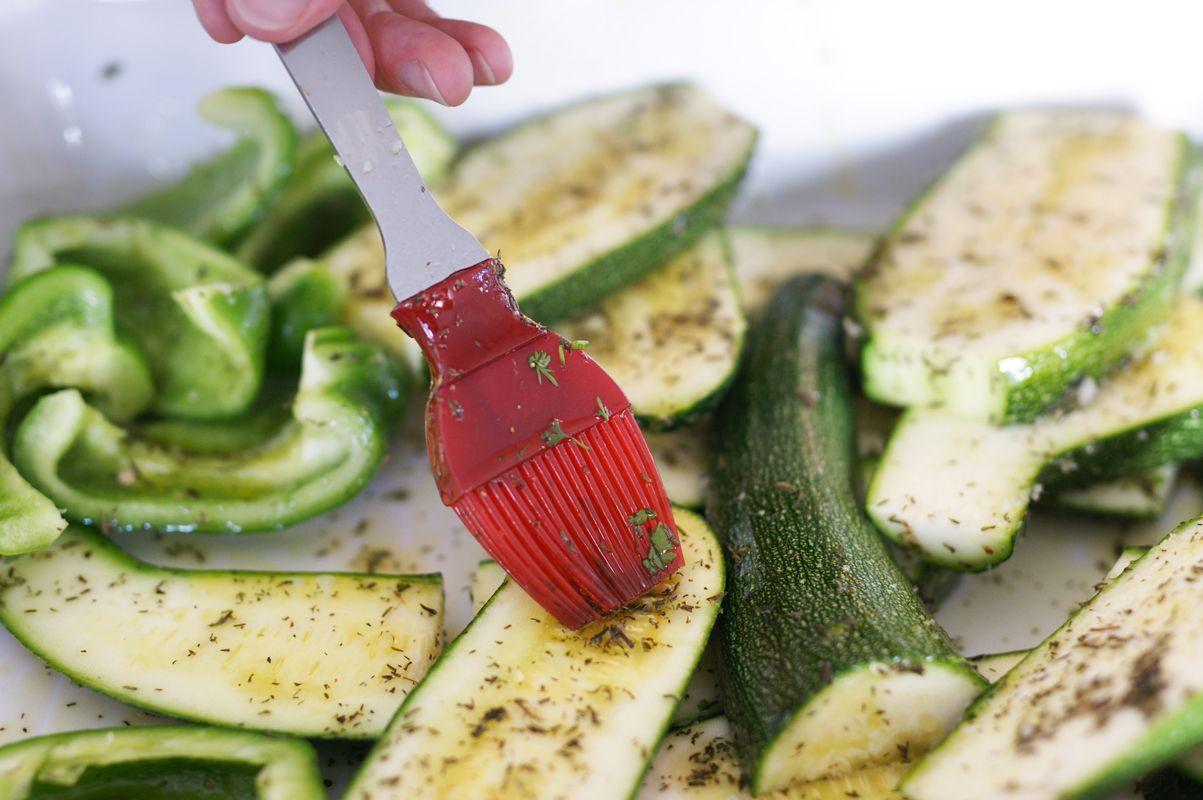 huiler-les-legumes-au-pinceau