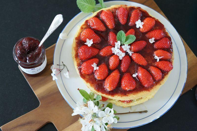 gateau-fraises-rhubarbe-dressage